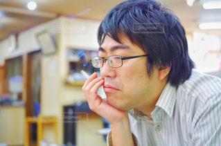 タバコを吸う人の写真・画像素材[2174767]