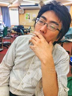 タバコを吸う人の写真・画像素材[2174774]