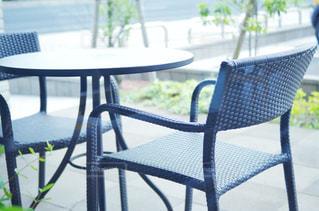 オープンテラスのテーブル席の写真・画像素材[2210753]