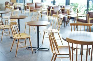 カフェ レストラン テーブルと椅子の写真・画像素材[2234919]