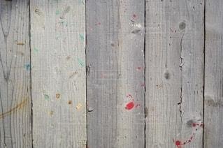 ペンキ汚れの付いた板壁の写真・画像素材[2649541]