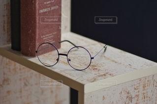メガネと図書の写真・画像素材[2652170]