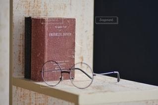 メガネと図書の写真・画像素材[2652173]