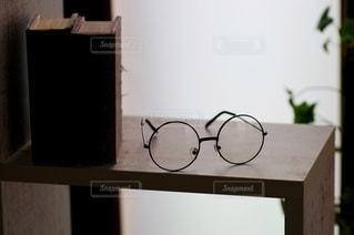 メガネと図書の写真・画像素材[2652180]