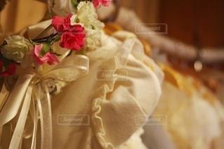 薔薇のリースとドレスの写真・画像素材[2652198]