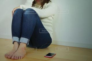 悩む女性の写真・画像素材[3062121]