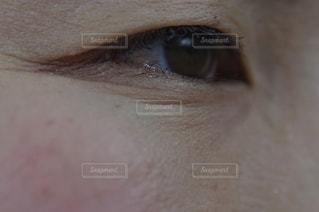 女性の目元の写真・画像素材[3064879]