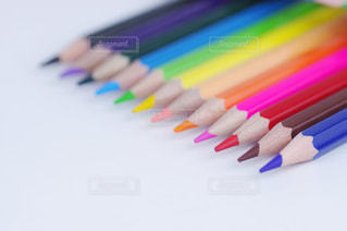 スケッチブックと色鉛筆の写真・画像素材[3213173]