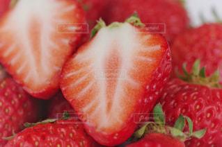 イチゴの断面の写真・画像素材[3296239]