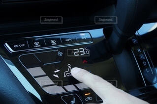 自動車のエアコン操作の写真・画像素材[3647668]
