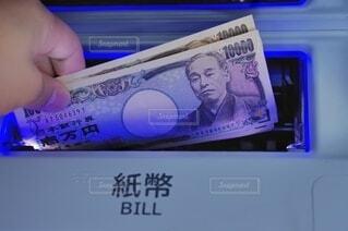 ATMとお金の写真・画像素材[4189865]