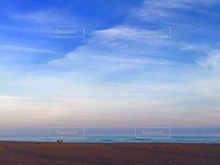 夕暮れ前の砂浜の写真・画像素材[1049290]