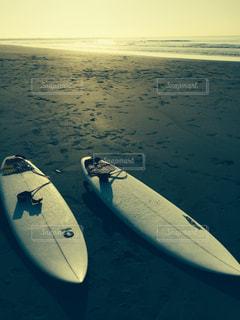 サーフボードとビーチの写真・画像素材[1006963]