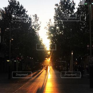At 6:00pm  in Perth - No.1007003