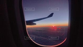 空を飛んでいる飛行機 - No.1008417