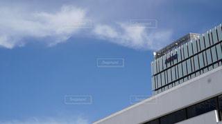 大きな白い建物の写真・画像素材[1177785]