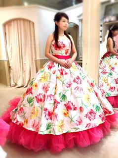 ピンクのドレスの人の写真・画像素材[1112296]
