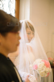 男と女のカメラ目線の写真・画像素材[1135416]