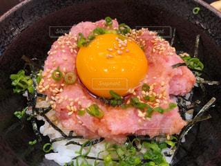 皿の上の食べ物の鍋の写真・画像素材[2739830]