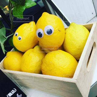 レモネードになるのを待つレモンの写真・画像素材[1022574]