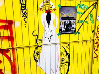 黄色い壁の写真・画像素材[1009068]