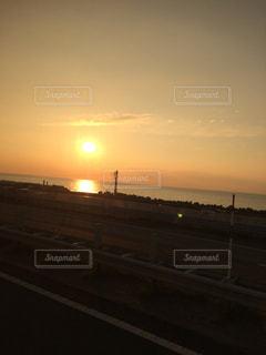 バスからの夕焼けの写真・画像素材[1009564]