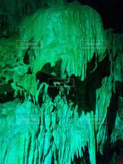 鍾乳洞の怪物の写真・画像素材[1009117]