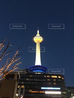 クロック タワーは夜ライトアップ - No.1010872