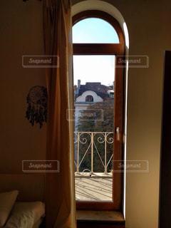 ブルガリアの窓からの写真・画像素材[1011725]