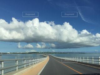 海の上の橋の写真・画像素材[1011095]