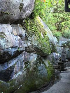 岩と苔 - No.1010824