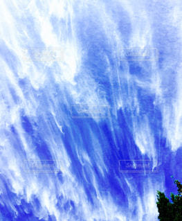 流れる雲筋雲の写真・画像素材[1011306]