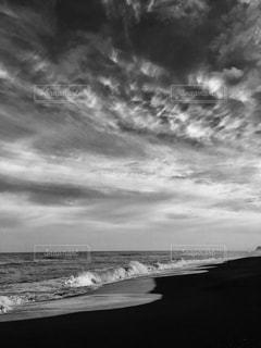 海モノクロ写真の写真・画像素材[1011728]