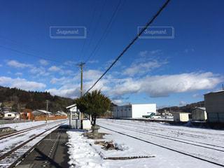 雪に覆われた鉄道の写真・画像素材[1012343]