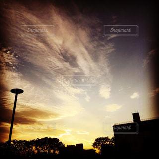 街に沈む夕日の写真・画像素材[1017054]