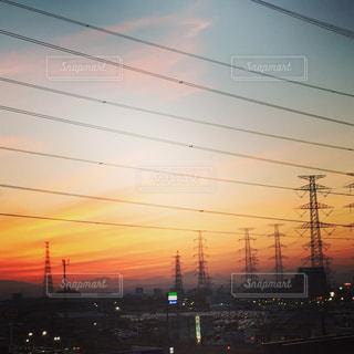 夕暮れ時の都市の景色の写真・画像素材[1033553]