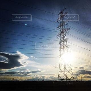 太陽と鉄塔のコラボ🗼🌞の写真・画像素材[1066997]