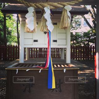 家の前のベンチの写真・画像素材[1189198]