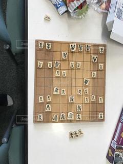 休み時間に将棋で一勝負の写真・画像素材[1012145]