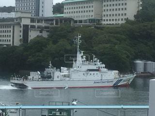 水面を走る巡視艇の写真・画像素材[1012188]