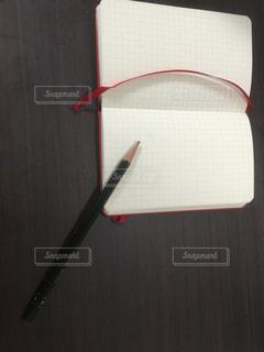 鉛筆とメモの写真・画像素材[1012261]