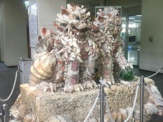 宮古島空港にある貝殻でできたシーサーの写真・画像素材[1012303]