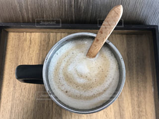 木製のテーブルの上に一杯のコーヒーの写真・画像素材[3121289]