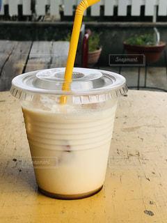 テーブルの上にコーヒーを一杯入れるの写真・画像素材[3273876]