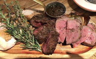 美味しそうなお肉のプレートの写真・画像素材[1012732]