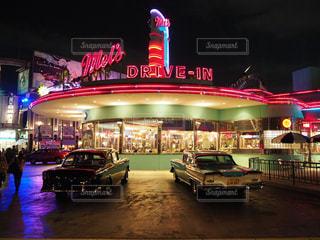 夜のライトアップされた街(USJ)の写真・画像素材[1028408]