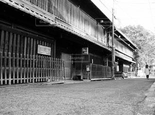 建物の白と黒の写真の写真・画像素材[1013138]