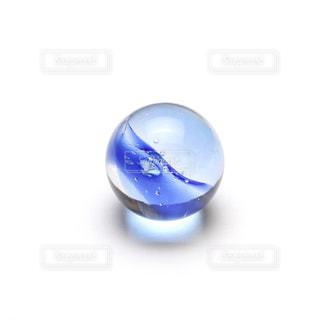 紺のビー玉の写真・画像素材[1014448]