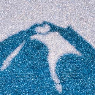 砂浜で影遊びの写真・画像素材[1015529]