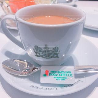 テーブルの上のコーヒーの写真・画像素材[1015533]